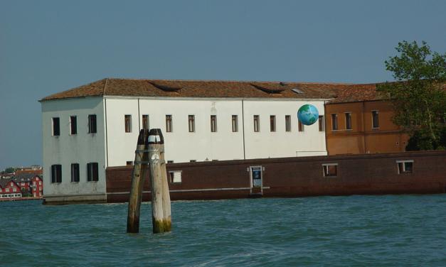 Biennale di Venezia: La terra di nessuno. l'installazione site-specific