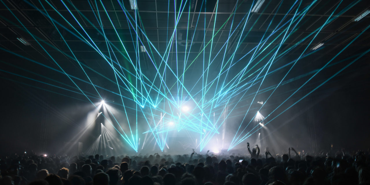 Siamo stati al pre diciottesimo di C2C e non sono mancati i laser d'artificio [report]