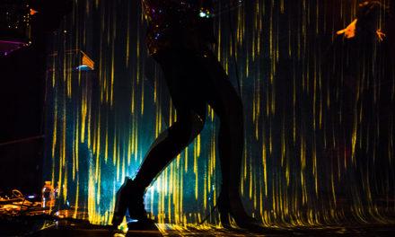 SHINE: lo show di CLEO T. tra danza, musica e arte digitale.