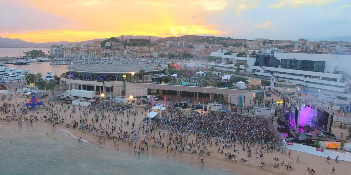 Les Plages Electroniques: uno dei più grandi beach party d'Europa