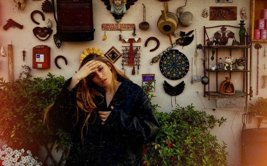 """GIMME FIVE: 5 pezzi fondamentali per Caffellatte e il singolo """"Carta Stagnola"""""""
