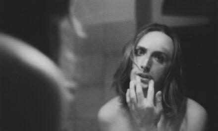Luce di Lucciola di Lennard Rubra è il videoclip che devi guardare oggi [Video Première]