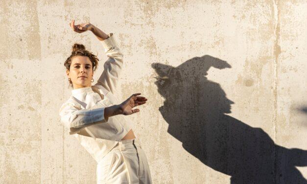 """Gimme Five: 5 brani fondamentali per Anna Carol festeggiando un anno di """"Evoluzione"""""""